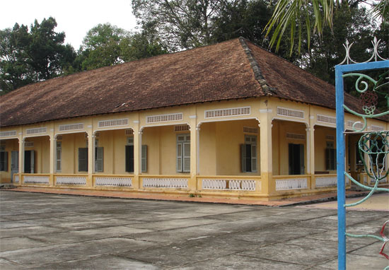 NHa Khach Giao Tong